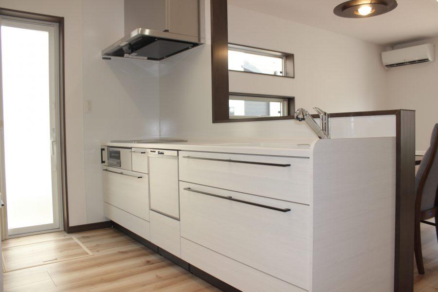 大容量収納のシステムキッチン<br /> 料理もはかどります