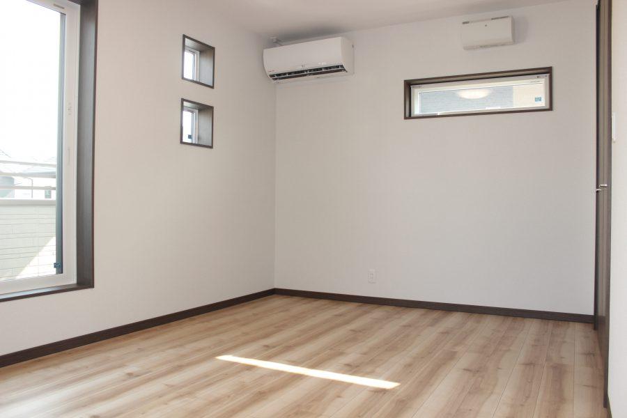 広々主寝室はクローゼットも広々で日当たりも抜群です
