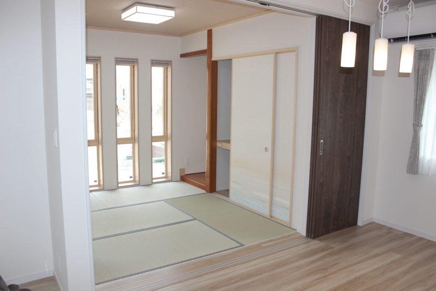 ダイニングに隣接した和室<br /> お客様をもてなすには、やっぱり和室も必要ですね