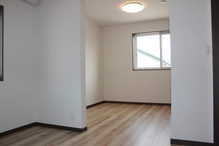 2階の子供部屋は2つの部屋を繋げています<br /> 将来は区切って使用も可能